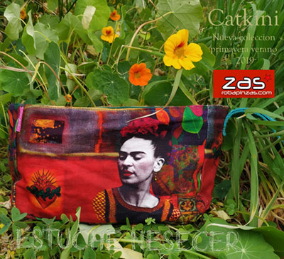In Frida Kahlo bags, toiletry bags, cases and purses. Replenishment of the Catkini x Frida Kahlo collection. ZAS your alternative Hippie store