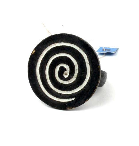 Anillo en hueso grabados con motivos varios. Estos anillo tienen un Comprar - Venta Mayorista y detalle