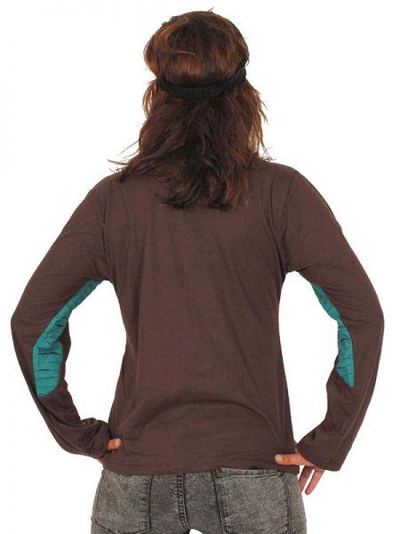 Camiseta mandalas bordados cortada. Camiseta de manga larga de algodón alternativa con mandalas de colores bordados y laterales rasgados. Con espalda lisa. - Detalle Comprar al mayor o detalle