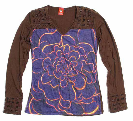 Trenzado en cuello y mangas y flor grande. camiseta de manga larga CAUN14 para comprar al por mayor o detalle  en la categoría de Outlet Hippie Étnico Alternativo.