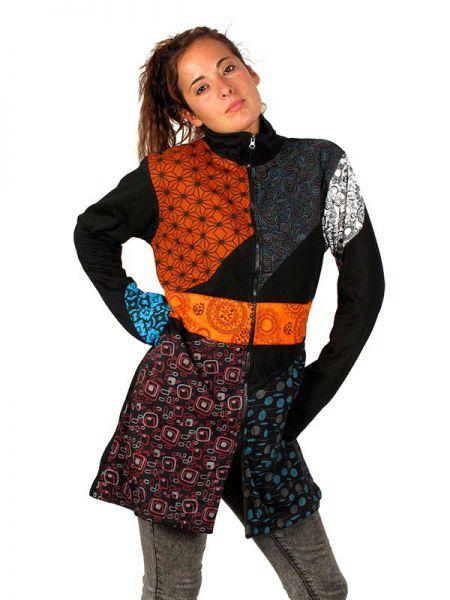 Abrigo hippie multi estampado. Abrigo de algodón con diseño patch multiestampado de diferentes colores tierra, tiene bolsillos laterales, cuello alto, cremallera, la espalda es lisa. CON forro por lar interno [CHHC20] para comprar al por Mayor o Detalle en la categoría de Chaquetas y Abrigos