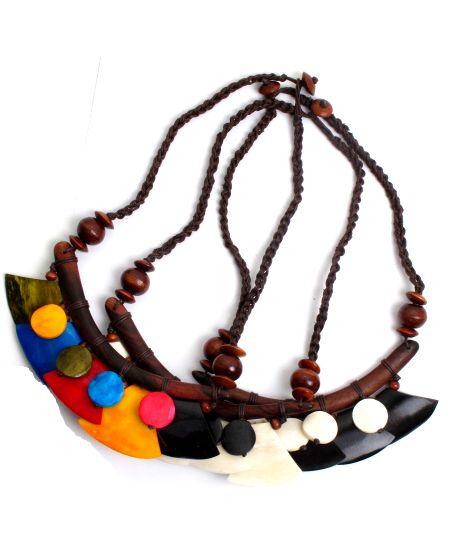 Collar étnico de piezas de hueso de colores con cierre de botón - detalle Comprar al mayor o detalle