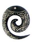 Colgante de hueso tallado, varias formas, tamaño grande, incluye COMAT4 para comprar al por mayor o detalle  en la categoría de Bisutería Hippie Étnica Alternativa.
