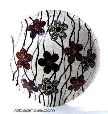 Lámpara decorativa realizada en fibra de vidrio viene con base de madera. No incluye casquillo ni enchufe. diámetro aprox 35cm [DLASO01] para comprar al por Mayor o Detalle en la categoría de Decoración Etnica