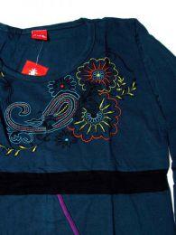 Camiseta flores bordadas. detalle del producto