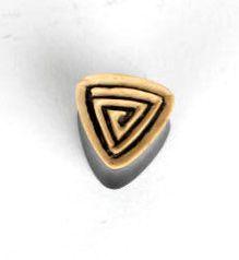 Plug triangular de cuero y madera, precio unidad tallas de 14-22 mm PIPU17B para comprar al por mayor o detalle  en la categoría de Piercing Dilatadores Cuerno y Hueso.