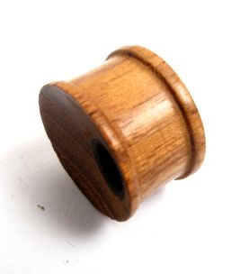 Plugs Madera Cuerno Hueso - Plug de 14 a 22 mm madera con agujero lateral, precio unidad [PIPUMD04B] para comprar al por mayor o detalle  en la categoría de Piercing Dilatadores Cuerno y Hueso.