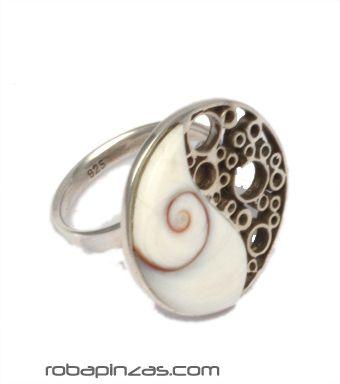 Anillo filigrana ying yang, ojo de shiva y plata, ajustable a todas las tallas [PLANOJ9] para comprar al por Mayor o Detalle en la categoría de Aros y Pendientes Plata