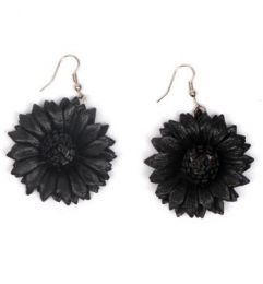 Ethnic Hippie Earrings - Dyed leather flower earrings, multiple colors [PEMD17] to buy in bulk or in detail in the Alternative Ethnic Hippie Costume category.