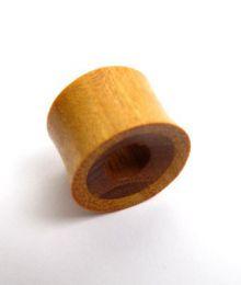 Plugs Madera Cuerno Hueso - Plug de 14 a 22mm madera clara -coco, precio unidad [PIPUM07B] para comprar al por mayor o detalle  en la categoría de Piercing Dilatadores Cuerno y Hueso.