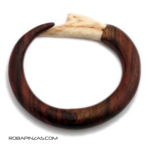 Pulsera madera gruesa con final en cuerno de antílope. Comprar - Venta Mayorista y detalle