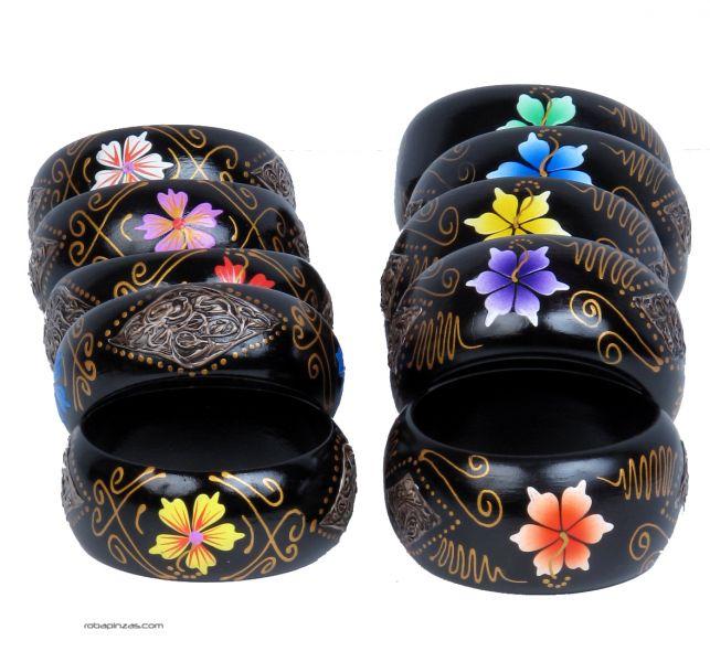 Pulsera madera tipo bangle anchas decoradas con flores. - DETALLE Comprar al mayor o detalle