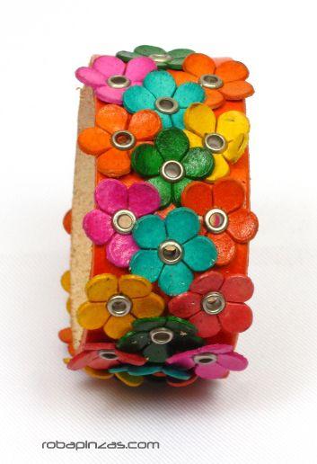Pulsera flores de cuero, cierre clip regulable, varios colores Comprar - Venta Mayorista y detalle